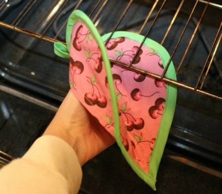 using potholder
