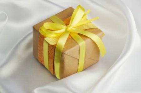 Making Gift Bows