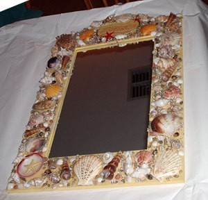 Framed mirror decortated with shells.