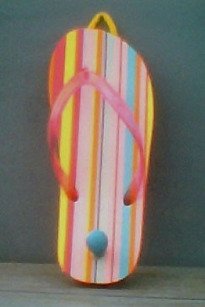 A keyholder made from a flip flop.