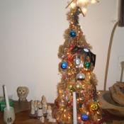 Tomato cage tabletop Christmas tree.
