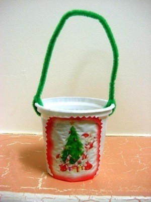 A finished Christmas treat cup.