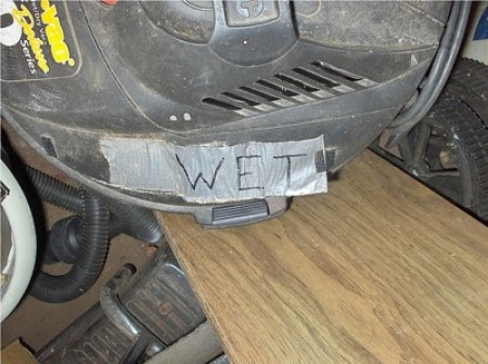 A marking on a wet/dry vacuum.
