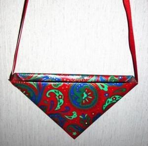 A hanging pocket shaped like a corner.