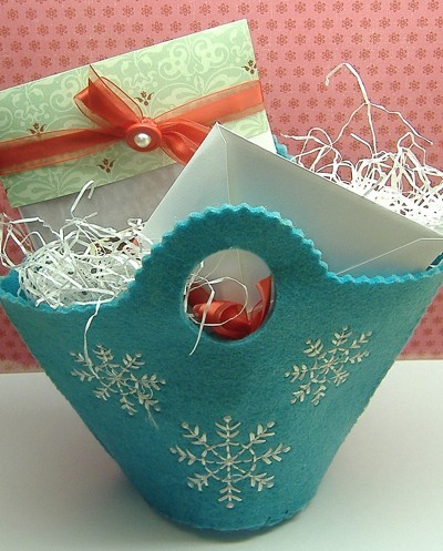felt gift basket with cocoa