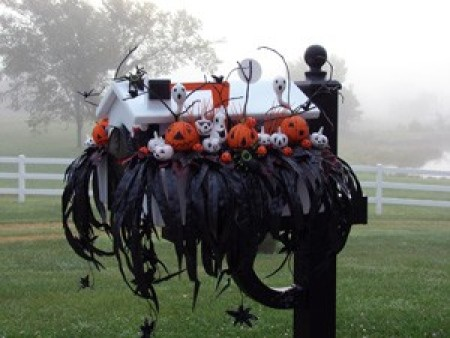A decorated mailbox for Hallween.