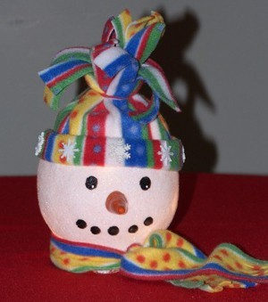 front view of ivy bowl snowman