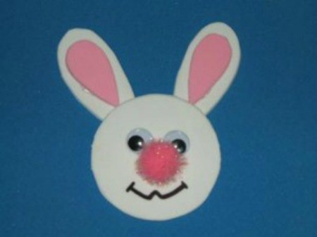 Bunny magnet with pink pom pom nose.
