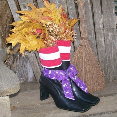 Witch shoes centerpiece.