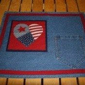 Pocketed placemat with patchwork heart design.
