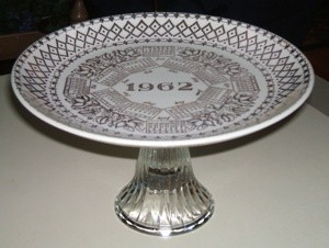 Pedestal plate.