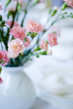 Floral spring banquet centerpiece.