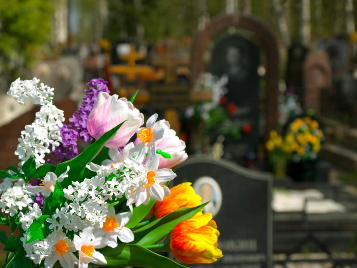 Making Grave Site Floral Arrangements | ThriftyFun