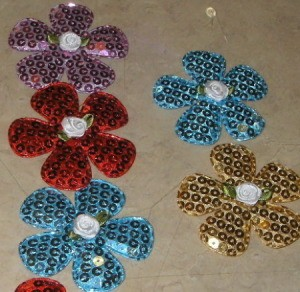 Finished sequin flower pins.
