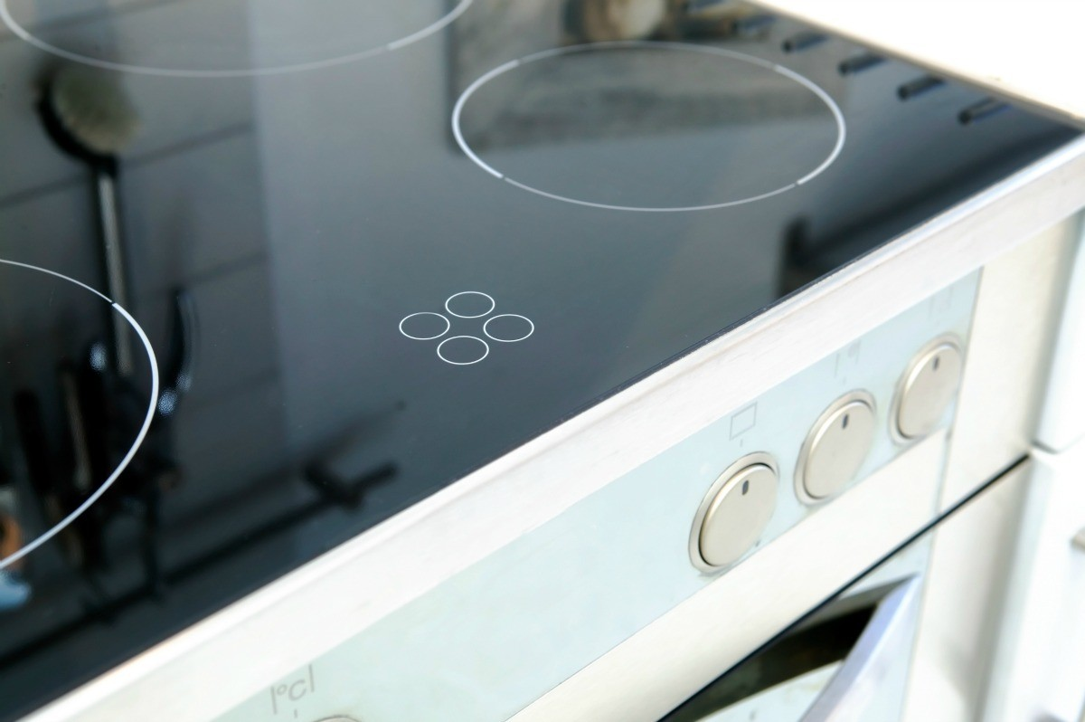 Although Easier To Clean Than The Traditional Electric Stovetop A Ceramic Top Still Has Its Cleaning Challenges This Is Guide About White Film On Gl