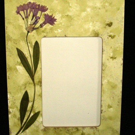 Photo frame with dried flowers.