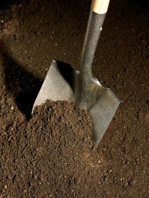 A shovel in dirt with no vegetation.