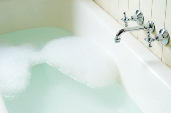 Makeshift Bathtub and Sink Stopper Ideas | ThriftyFun
