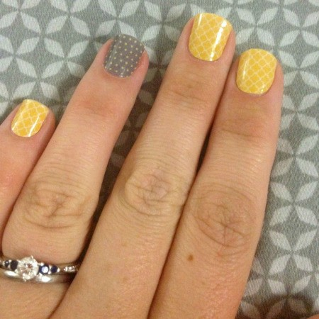 Applying Nail Wraps