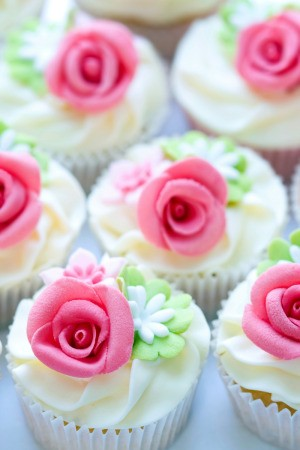 Beautiful wedding cupcakes with flowers.