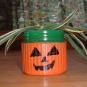 Halloween Planter from Detergent Lid