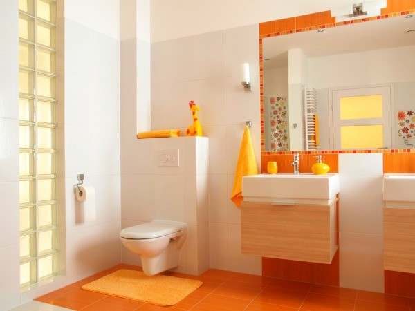 Bathroom With Orange Towels And An Orange Rug