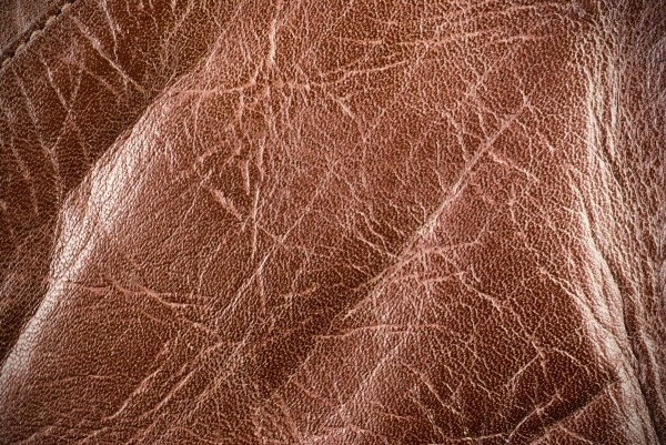 Кожа со шрамами и изгибами