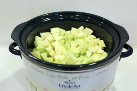put apples into crockpot