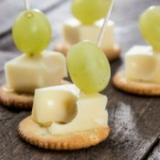 Cracker Cheese and Grape Appetizer