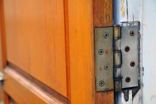 door squeak how to fix garage doors that squeak how to fix garage doors that squeak. Black Bedroom Furniture Sets. Home Design Ideas