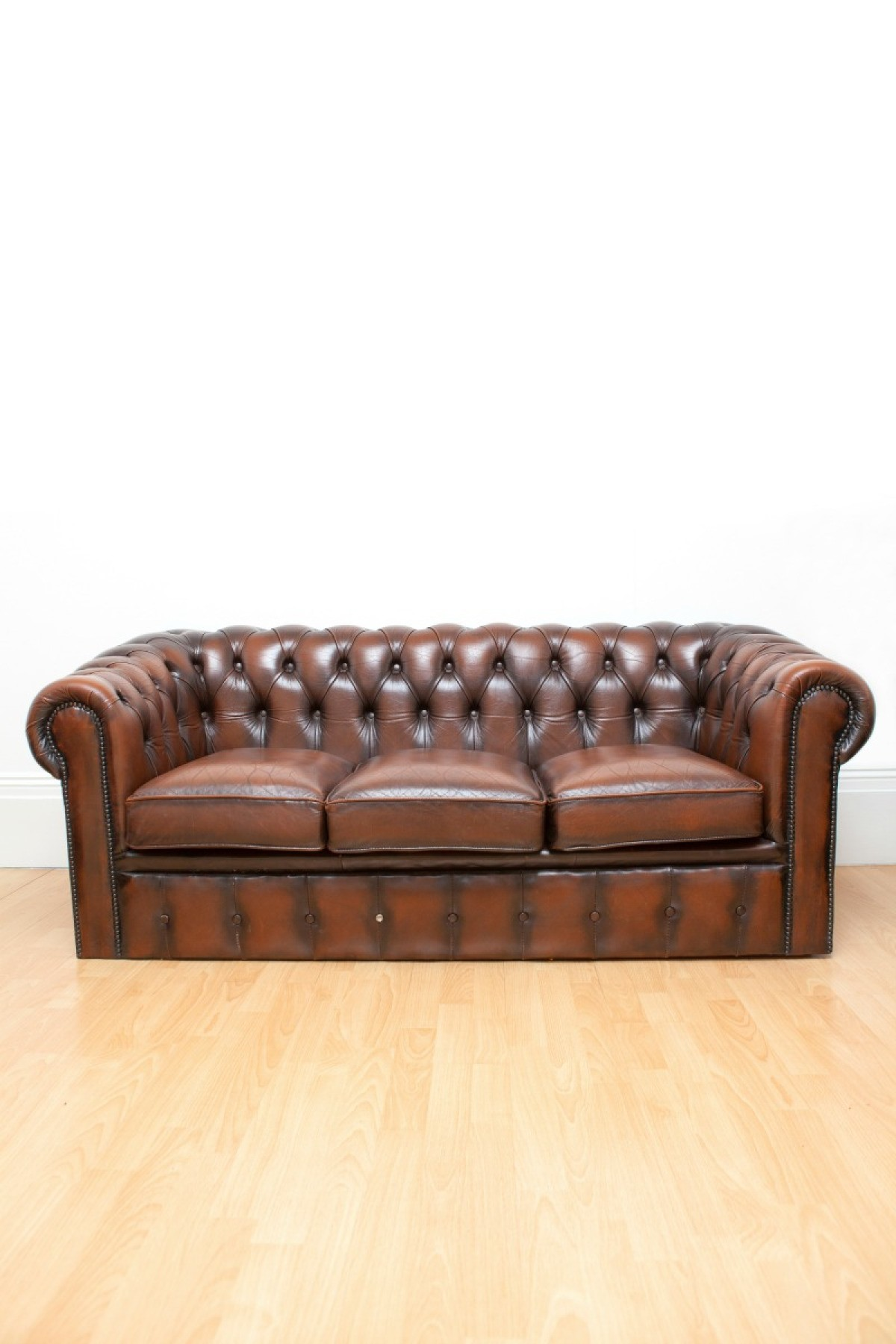 Choosing the best covering for your living room furniture can help make it last longer and make maintenance easy this guide is about buying a leather sofa