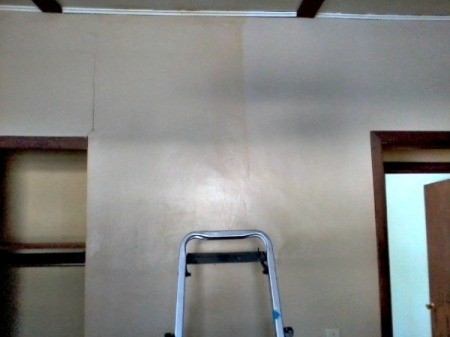 Clean Walls with Vinegar and Ammonia