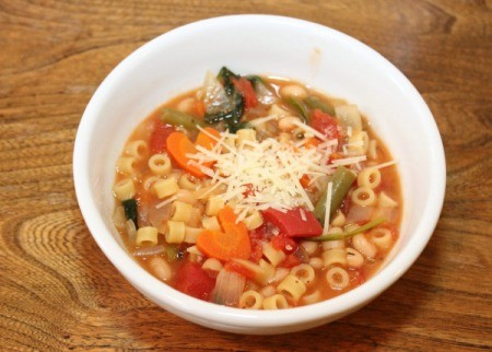 minestrone soup in bowl 1