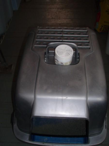 Baking soda as deodorant for litter box