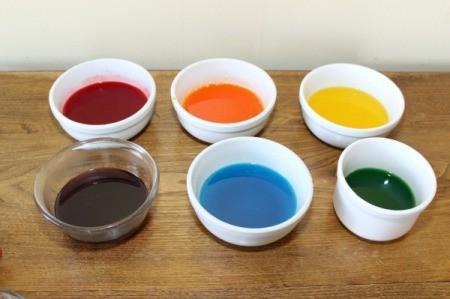 prepared jello in bowls
