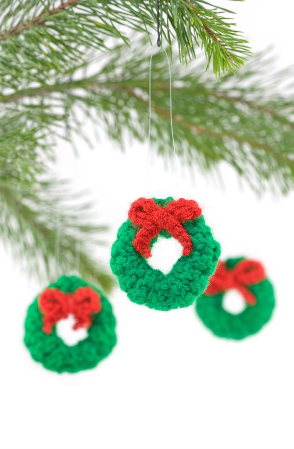 crocheted wreaths - Christmas Chain Decorations