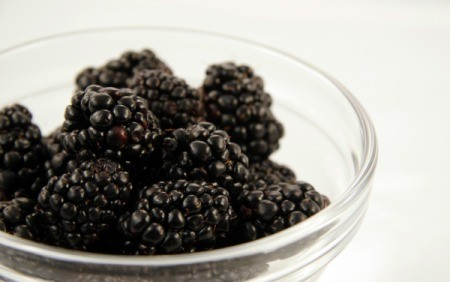 A bowl of blackberries.