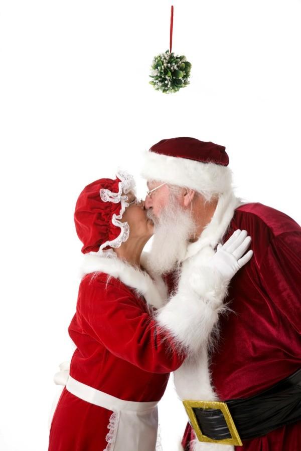 Making A Christmas Kissing Ball Thriftyfun