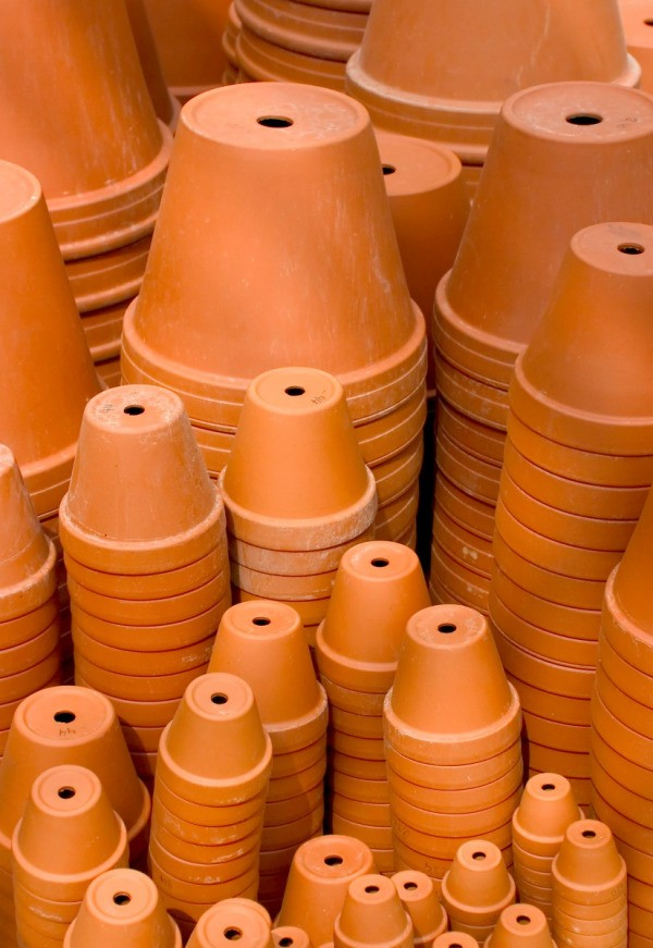 Saving money on terra cotta pots thriftyfun for Small terracotta pots crafts