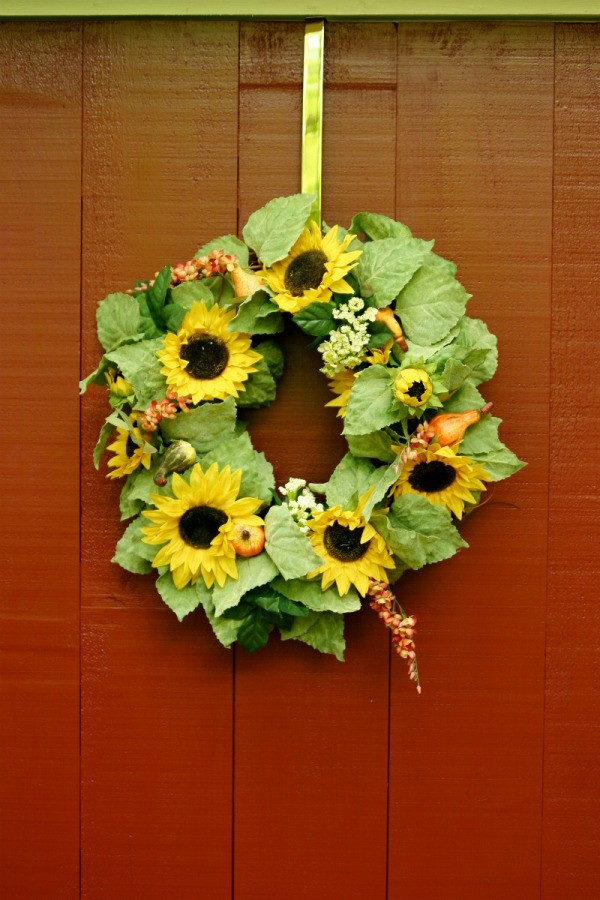 Making a Summer Wreath   ThriftyFun