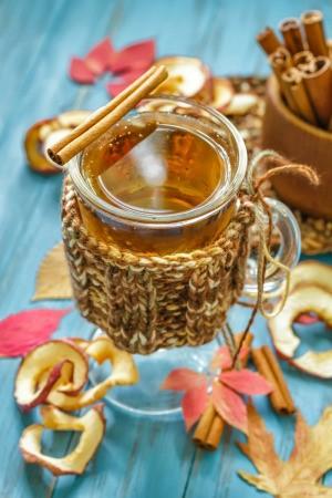 glass mug of hot apple cider
