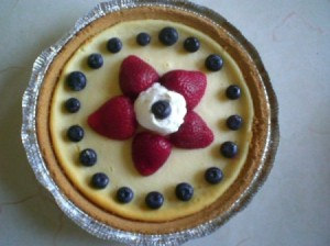 Cheesecake with strawberry star and blueberries.