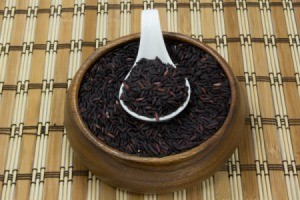 bowl of uncooked black rice