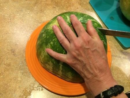 cut melon into slices 1