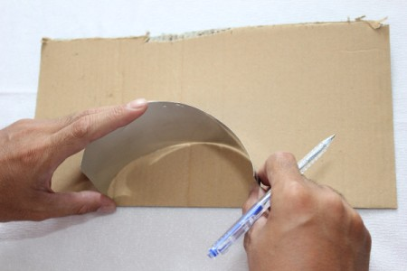 placing can in semicircle on cardboard