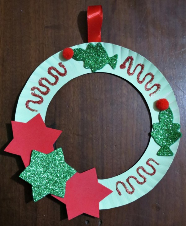 Making a paper plate christmas tree wreath thriftyfun for Christmas crafts made out of paper plates