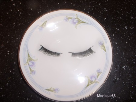 False eyelashes soaking