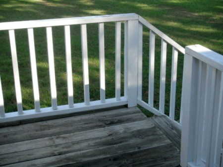 Cleaning Mildew off Vinyl Deck Railings