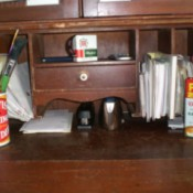 A desk set from old containers.