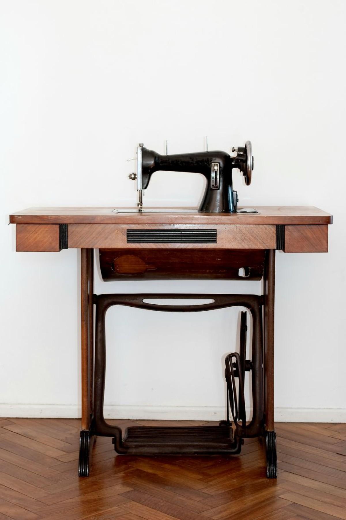 Refurbishing a Vintage Sewing Machine | ThriftyFun